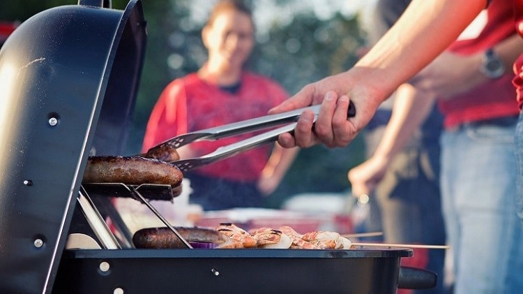 What Are The Best Foods To Grill At A Tailgate Party?