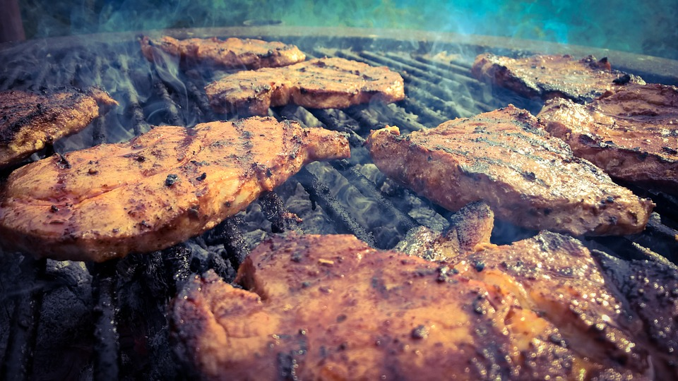 https://pixabay.com/photos/grill-meat-summer-delicious-eat-804299/