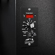 traeger-junior-elite-pellet-smoker-digital-thermostat